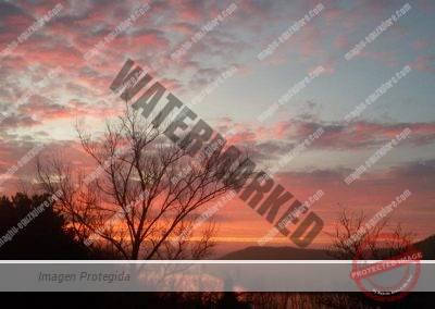 Cae el sol, el cielo se tiñe de rojo